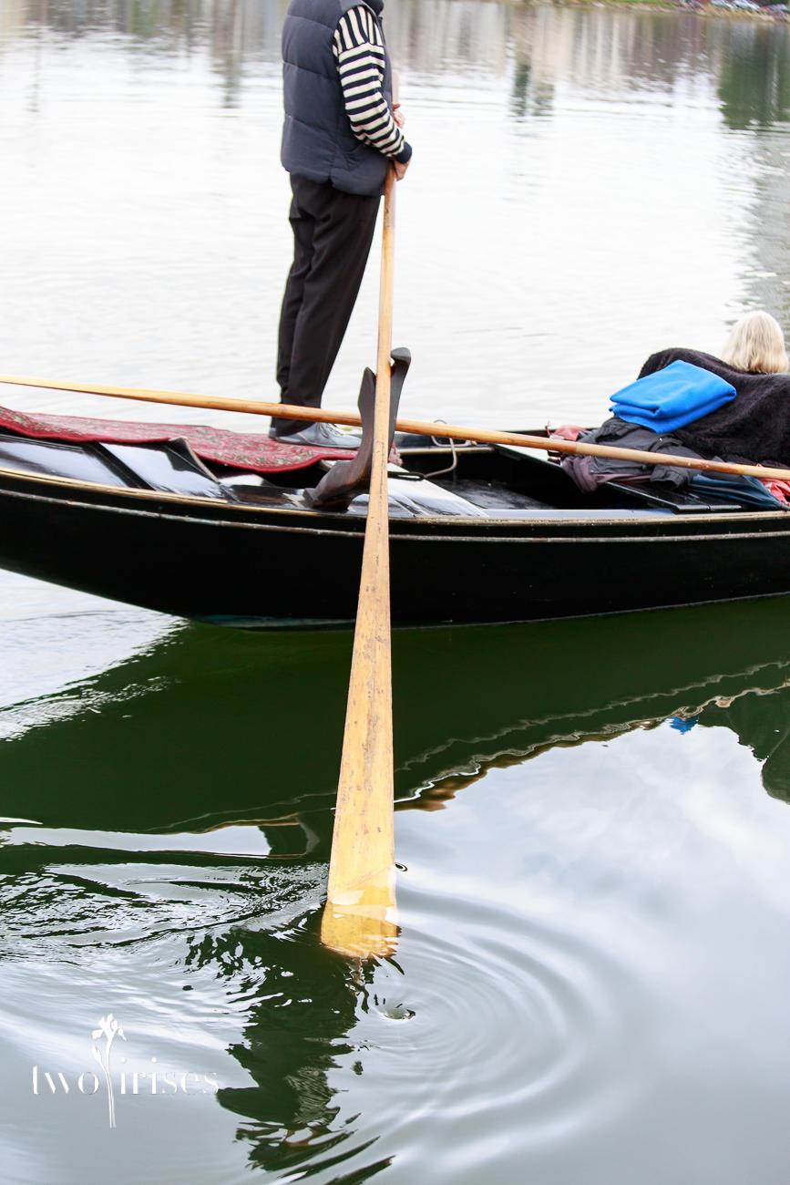 gondola paddle