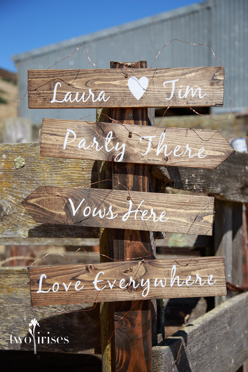 Signs: Laura hearts Tim, Love Everywhere